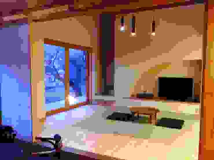 小淵沢の舎-和室 オリジナルデザインの 多目的室 の 有限会社中村建築事務所 オリジナル