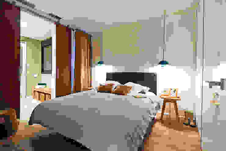Apartamento turístico RBLA. CATALUNYA - Una espacio para disfrutar Dormitorios de estilo moderno de homify Moderno