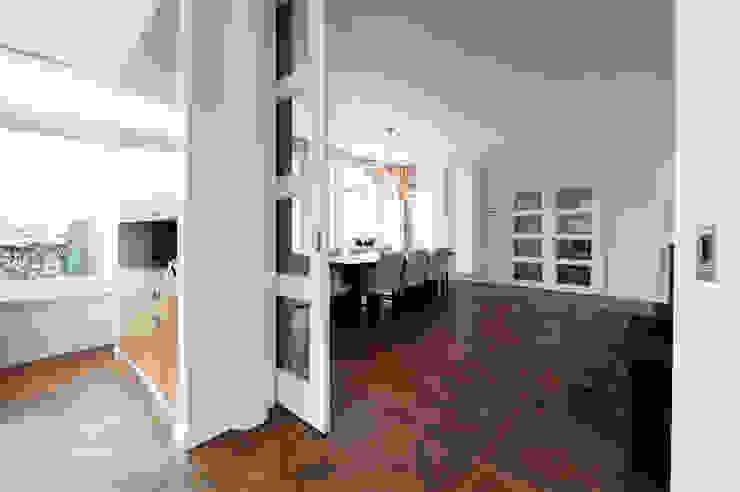 Begeleiden verbouwing, interieur-voorstel en levering van de meubels Moderne eetkamers van Mood Interieur Modern