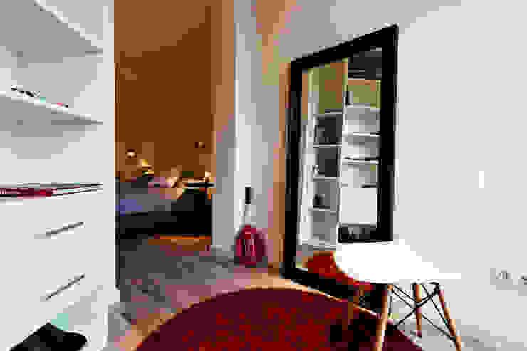 Apartamento turístico RBLA. CATALUNYA - Una espacio para disfrutar Dormitorios infantiles de estilo moderno de homify Moderno