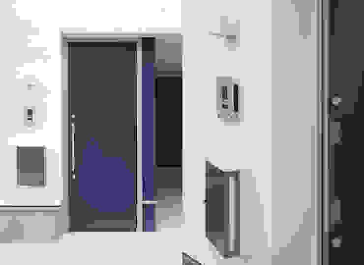 株式会社 建築集団フリー 上村健太郎 Finestre & Porte in stile moderno