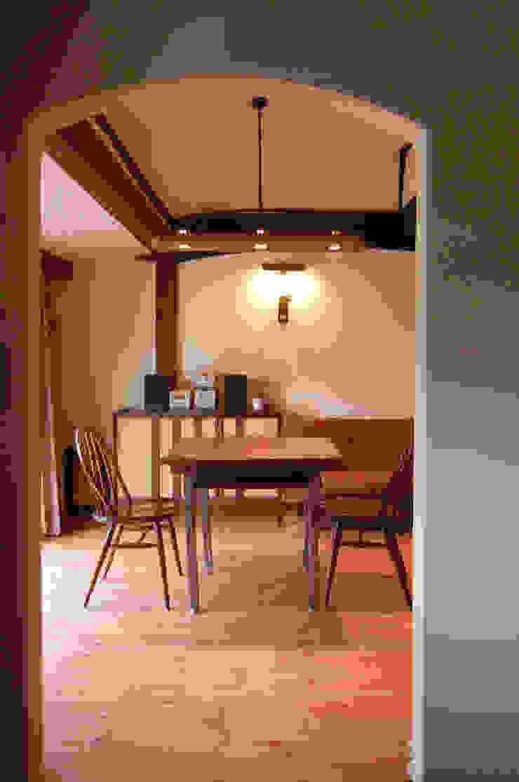 Salas de jantar asiáticas por 有限会社中村建築事務所 Asiático