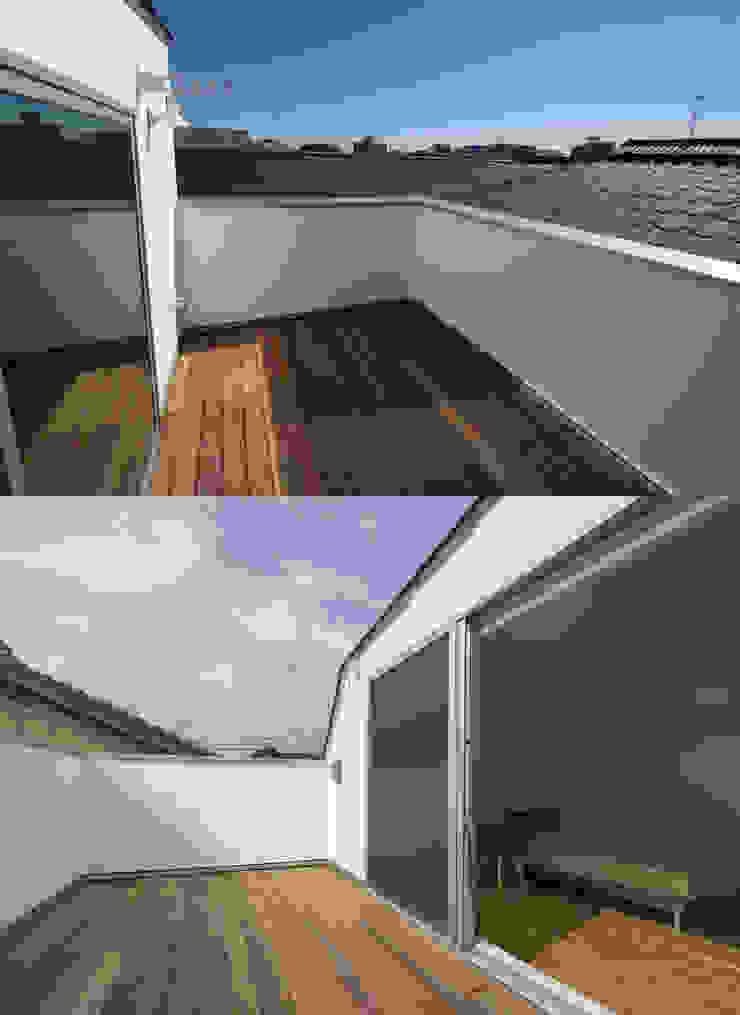 株式会社 建築集団フリー 上村健太郎 Balcone, Veranda & Terrazza in stile moderno
