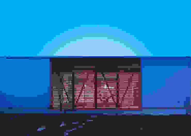 夕景:南側道路より オリジナルな 家 の 有島忠男設計工房 オリジナル