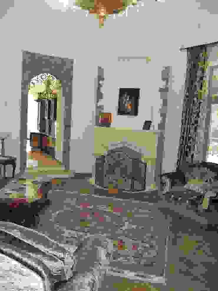 Загородный дом Гостиная в классическом стиле от Leonid Voronin Architect Классический