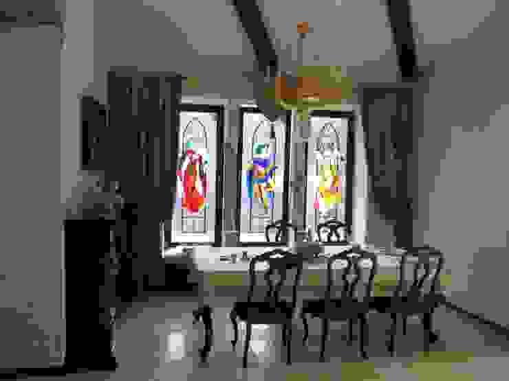 Загородный дом Столовая комната в классическом стиле от Leonid Voronin Architect Классический
