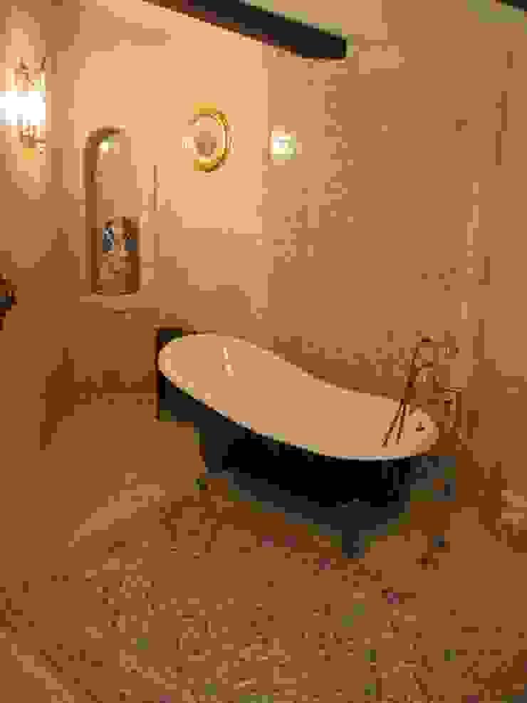 Загородный дом Ванная в классическом стиле от Leonid Voronin Architect Классический