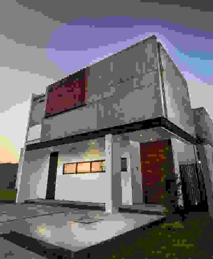 Ingreso / Producto final Casas modernas de BANG arquitectura Moderno