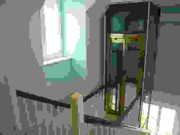 Aufzug DG nach Umbau & Sanierung von Atelier von Wecus