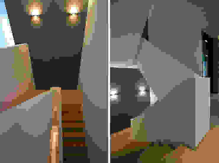 Corridor & hallway by DG/D Architekten
