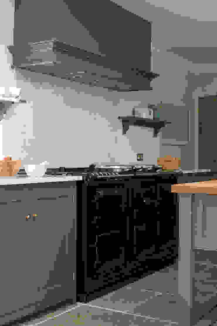 The Hampton Court Kitchen by deVOL Classic style kitchen by deVOL Kitchens Classic