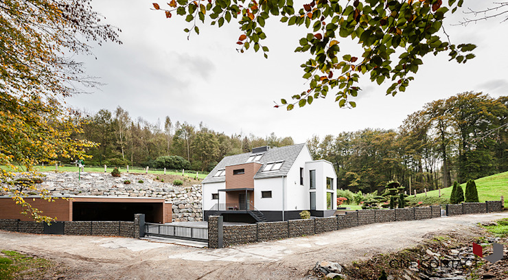 Modern houses by ONE!CONTACT - Planungsbüro GmbH Modern
