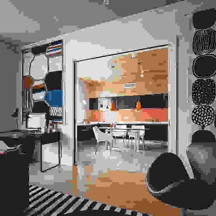гостиная, вид на кухню от Ирина Крашенинникова: интерьерный дизайн и декорирование