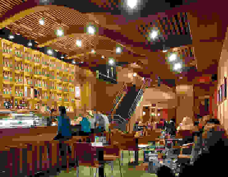 Interior barra de bar Bares y clubs de estilo clásico de Carlos Martinez Interiors Clásico