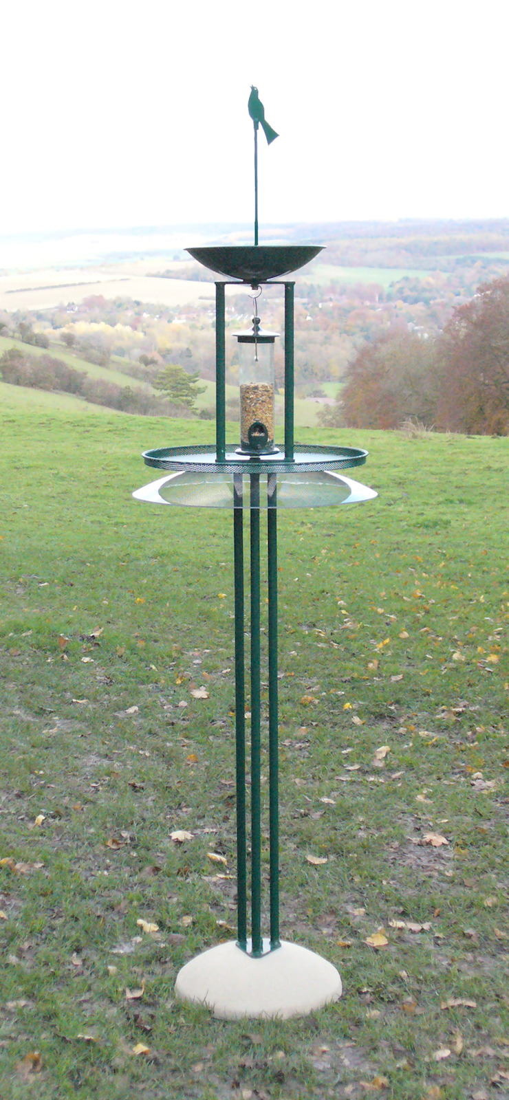 Oiseaux with squirrel baffle: modern  by Birdtables.org.uk, Modern