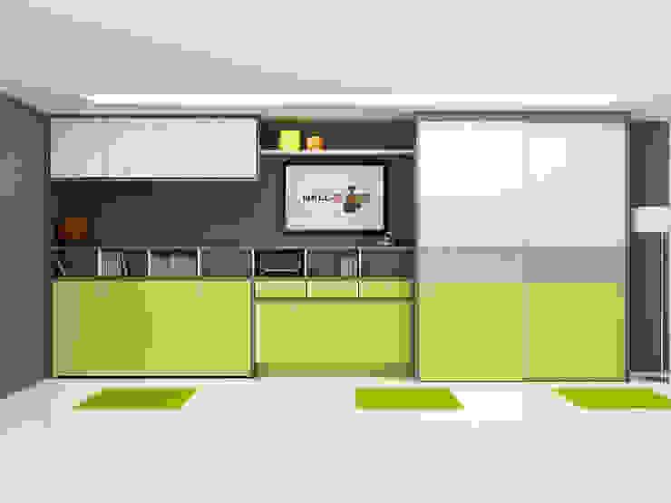 Habitación juvenil, cama y mesa cerradas. de FORATS CALVET Moderno