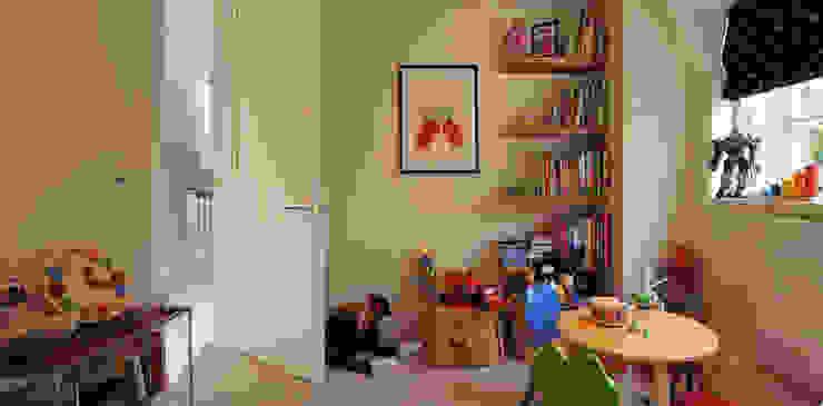 Rotherwick Road—Hampstead Garden Suburbs 'Arts & Crafts' House : modern  by TG Studio, Modern