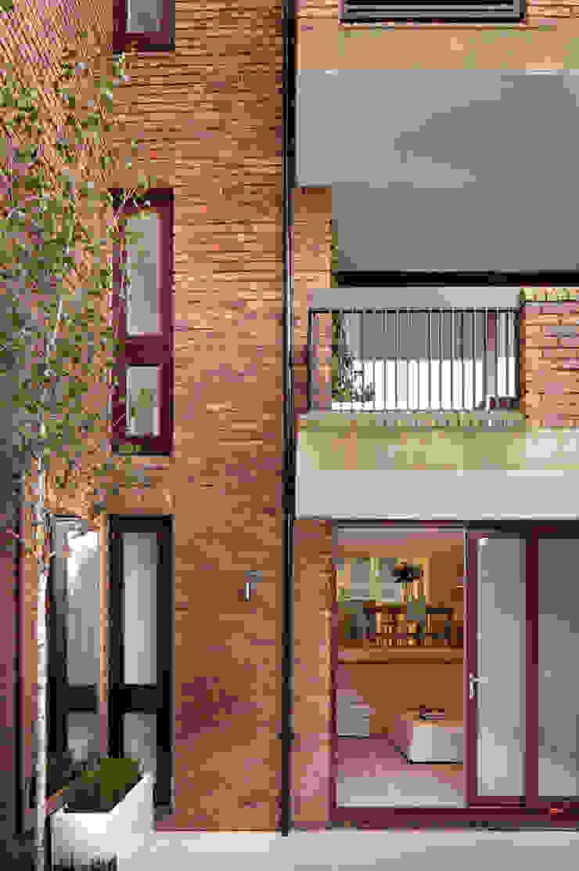 Highgate - Exterior of House Modern balcony, veranda & terrace by TG Studio Modern