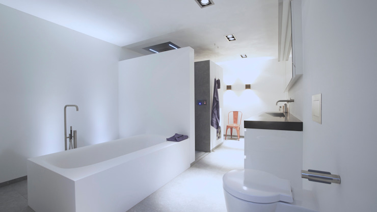 Groots douchen - Sneek Minimalistische badkamers van Studio Doccia Minimalistisch