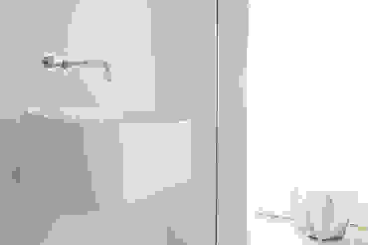 Kleine badkamer ensuite - Amsterdam Minimalistische badkamers van Studio Doccia Minimalistisch