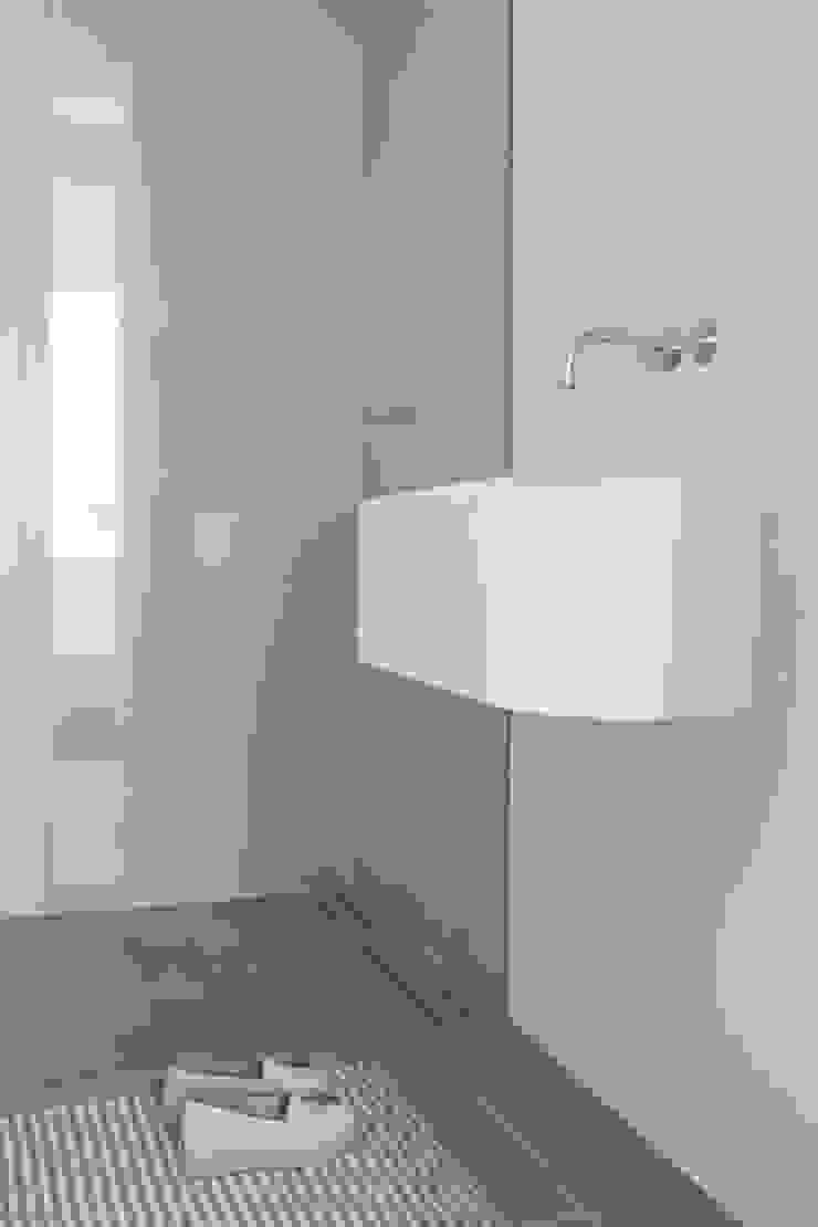 Kleine badkamer ensuite – Amsterdam Minimalistische badkamers van Studio Doccia Minimalistisch