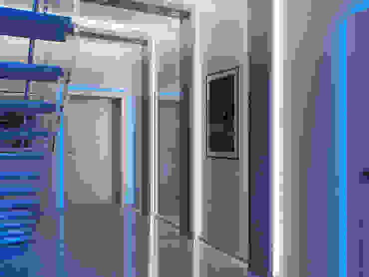 Ночь Коридор, прихожая и лестница в эклектичном стиле от Дизайн студия Александра Скирды ВЕРСАЛЬПРОЕКТ Эклектичный