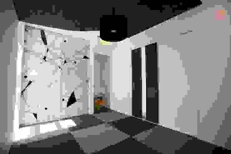琉球畳の和室 モダンデザインの 多目的室 の 株式会社 In Design モダン