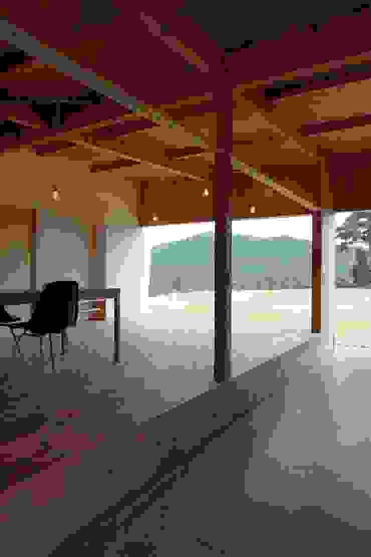 Hinanai Village House Salas multimedia modernas de dygsa Moderno