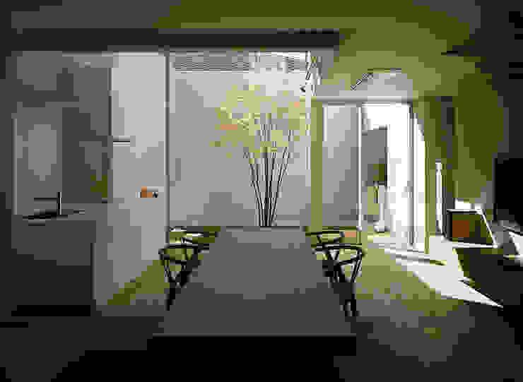 方庵 モダンデザインの ダイニング の 和泉屋勘兵衛建築デザイン室 モダン