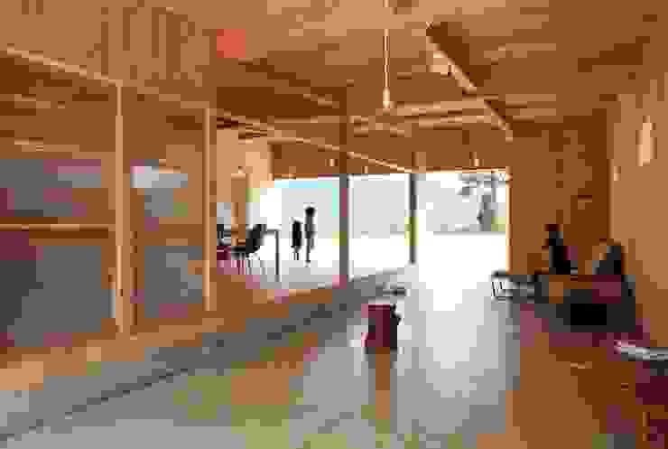 日名内村の家 モダンデザインの 多目的室 の dygsa モダン