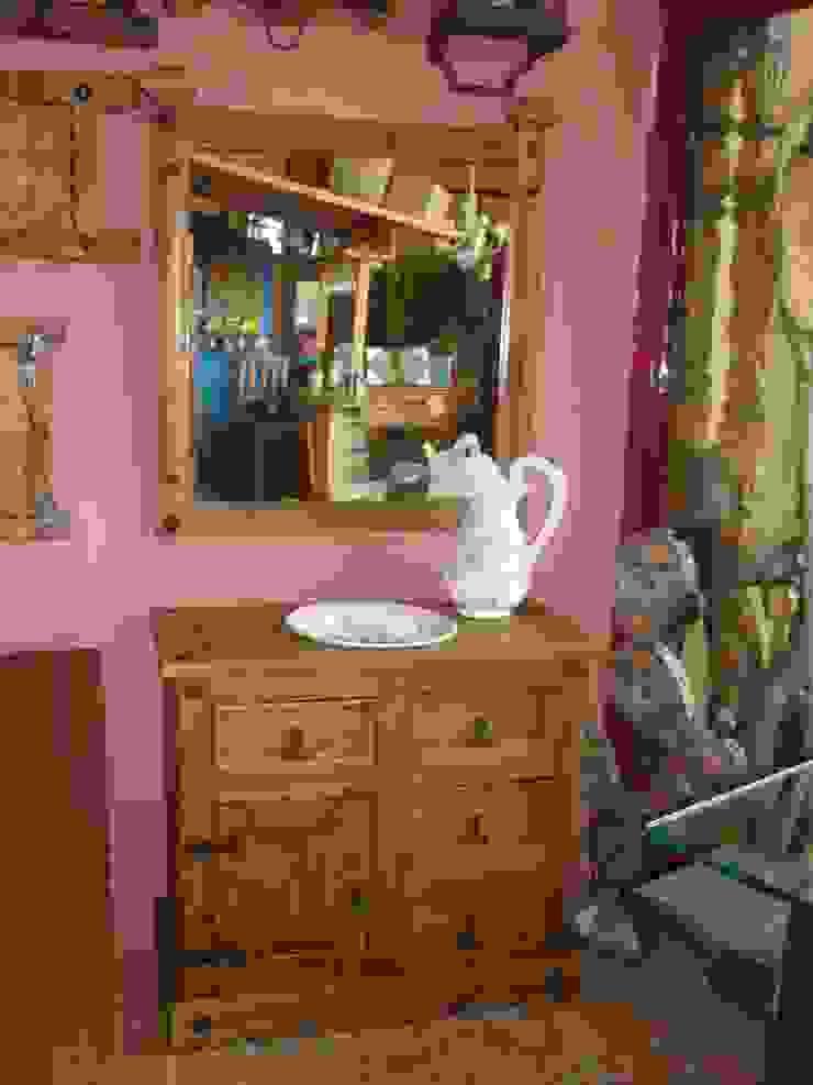 Mueble de baño con espejo y cerámica de Talavera en azul. Elaborado en nuestro taller. de info5038 Rural