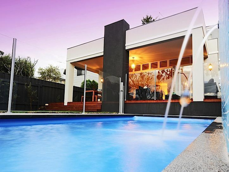 Finished Homes Modern pool by New Home Building Brokers Modern