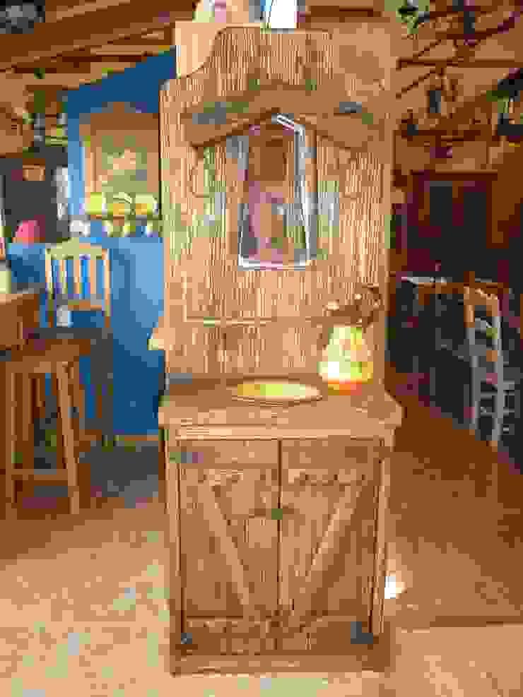 Mueble de baño con espejo de yugo. de info5038 Rústico