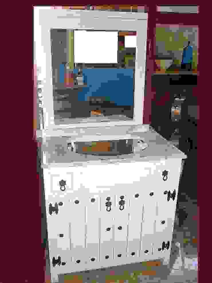 Mueble de baño en blanco decape. de info5038 Rústico