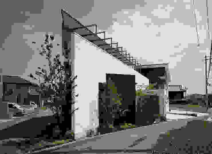 Modern houses by 和泉屋勘兵衛建築デザイン室 Modern