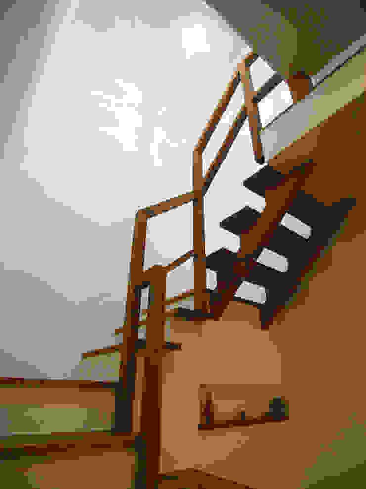 HOUSE T・N オリジナルスタイルの 玄関&廊下&階段 の nagena オリジナル