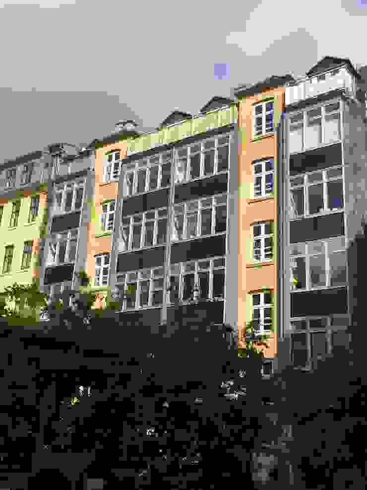 Casas de estilo moderno de asola Technologies GmbH Moderno