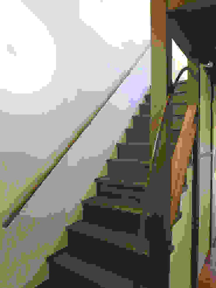あお建築設計 玄關、走廊與階梯階梯