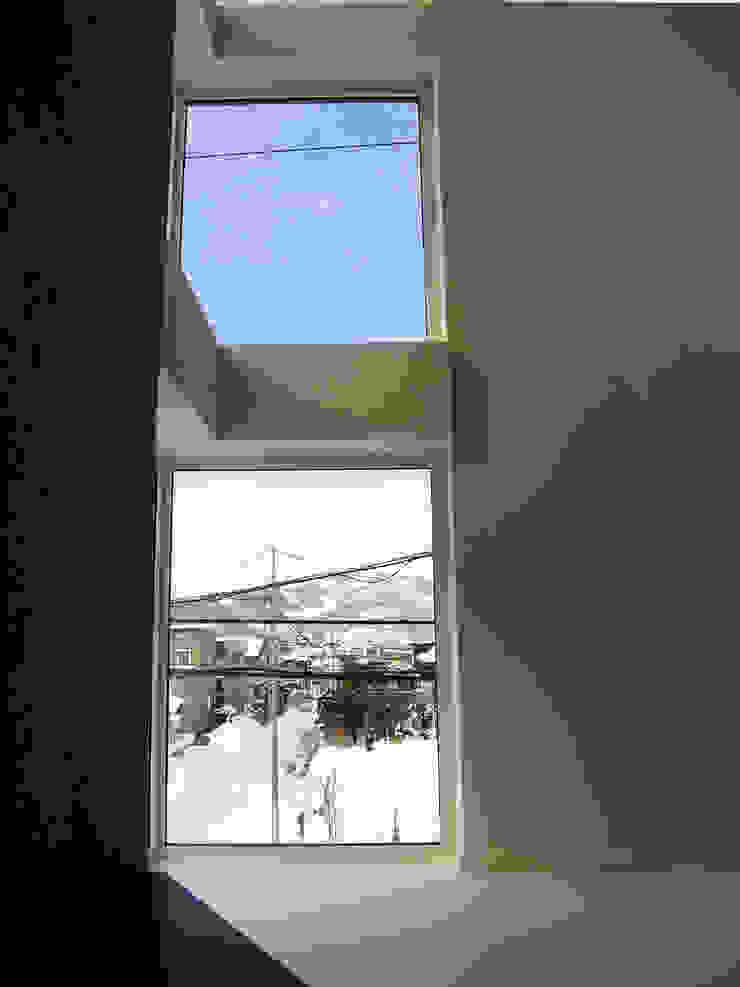 角地にたつ住宅 オリジナルデザインの 多目的室 の アウラ建築設計事務所 オリジナル