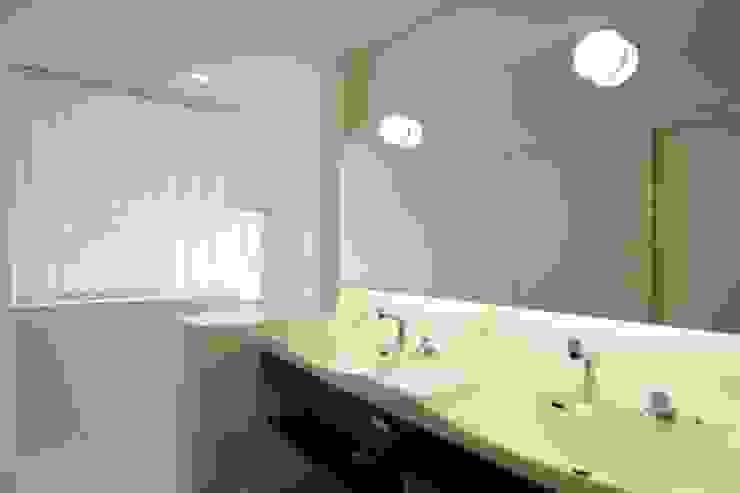 角地にたつ住宅 オリジナルスタイルの お風呂 の アウラ建築設計事務所 オリジナル