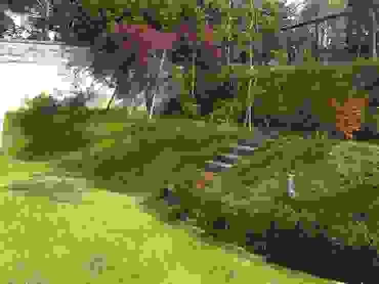 角地にたつ住宅 オリジナルな 庭 の アウラ建築設計事務所 オリジナル