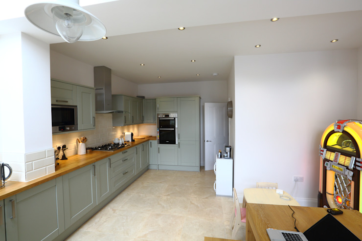 Single Storey Extension and Loft Conversion, Lance Rd Cocinas de estilo moderno de London Building Renovation Moderno