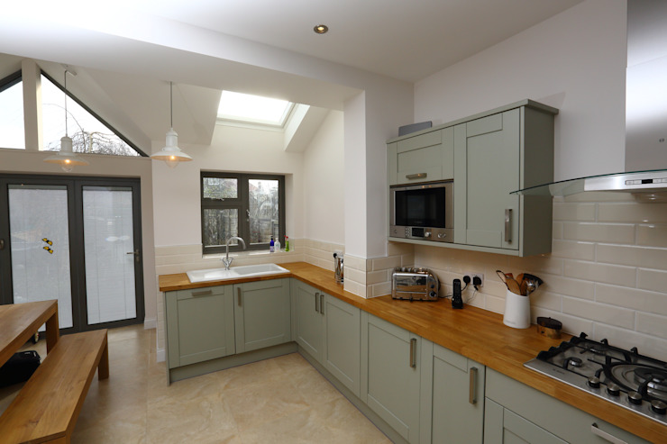 Dapur oleh London Building Renovation