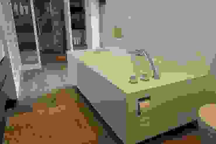 Solid surface bad Moderne badkamers van Leonardus interieurarchitect Modern