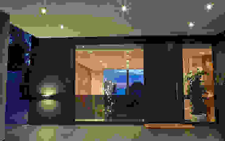 """Villa """"La Magnaneraie"""" – Villefranche-sur-mer Ingresso, Corridoio & Scale in stile moderno di C.A.T di Bertozzi & C s.n.c Moderno"""