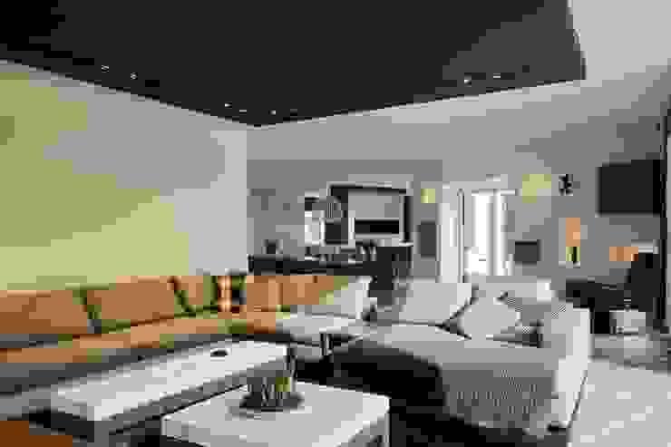 Woonhuis in Groenlo Moderne woonkamers van Leonardus interieurarchitect Modern