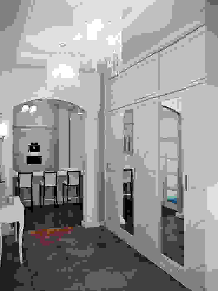 квартира на Аптекарской набережной Коридор, прихожая и лестница в классическом стиле от EJ Studio Классический