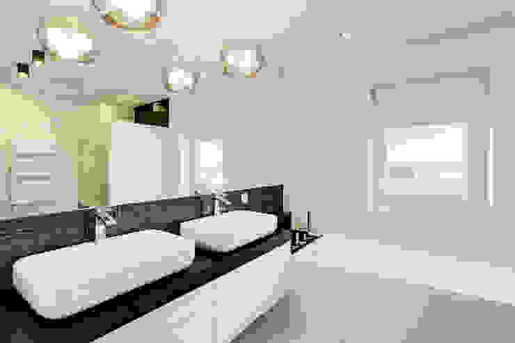 Ванная комната в стиле модерн от DK architektura wnętrz Модерн