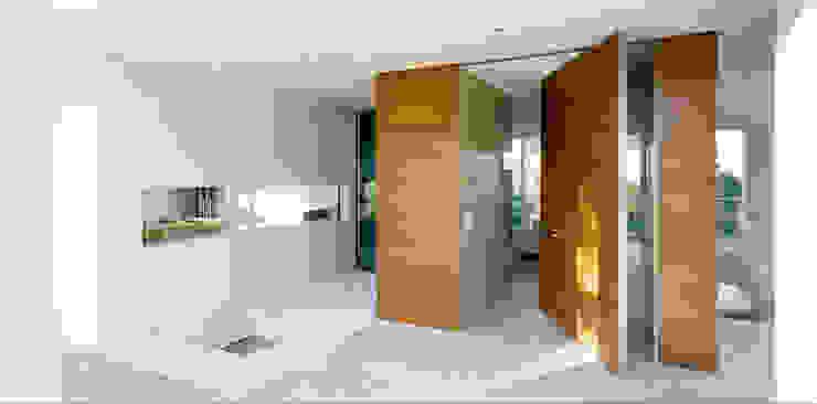 Moderner Flur, Diele & Treppenhaus von Massimo Zanelli architetto Modern