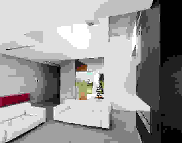 Moderne Wohnzimmer von Massimo Zanelli architetto Modern